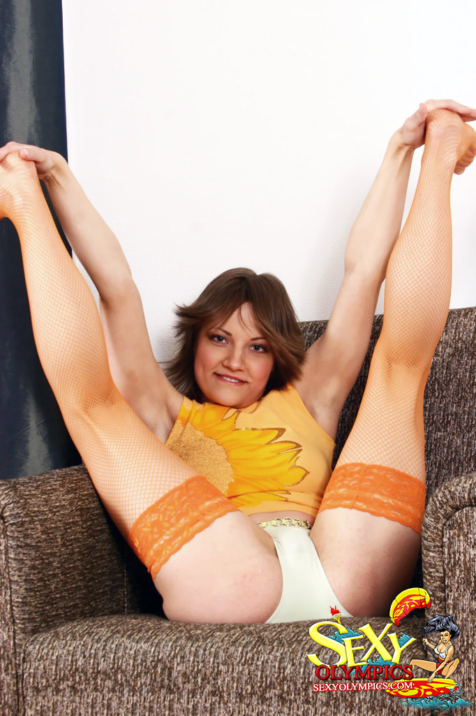 Stretching Fleible Teen Girl Galia Poses In Unusual Positions After